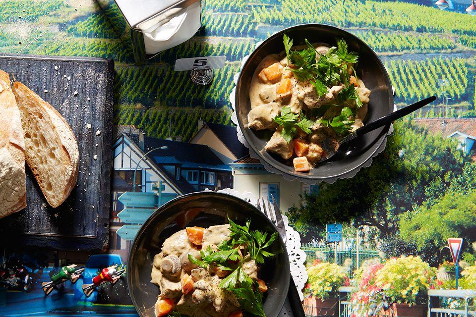 Φιλέτο μόσχου με σάλτσα λαχανικών (πικροράδικα & ραντίτσιο)
