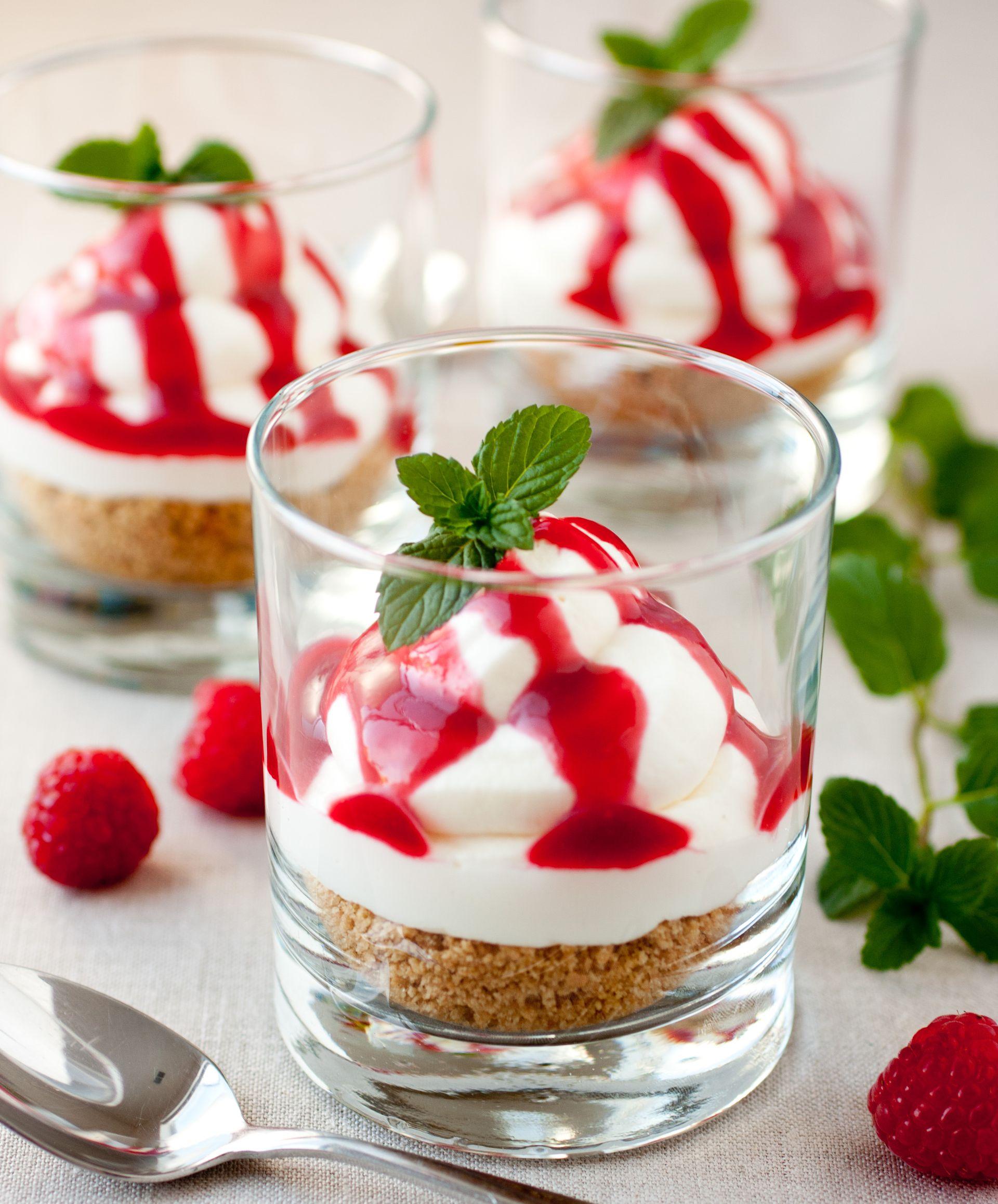 Μους τυριών με κρέμα φράουλα