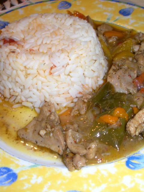 Μεξικάνικο κοτόπουλο με βότκα και πολύχρωμες πιπεριές